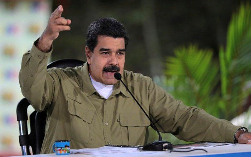 Presidente da Venezuela, Nicolás Maduro, fala durante transmissão semanal, em Caracas 06/08/2017 Palácio de Miraflores/Divulgação via REUTERS