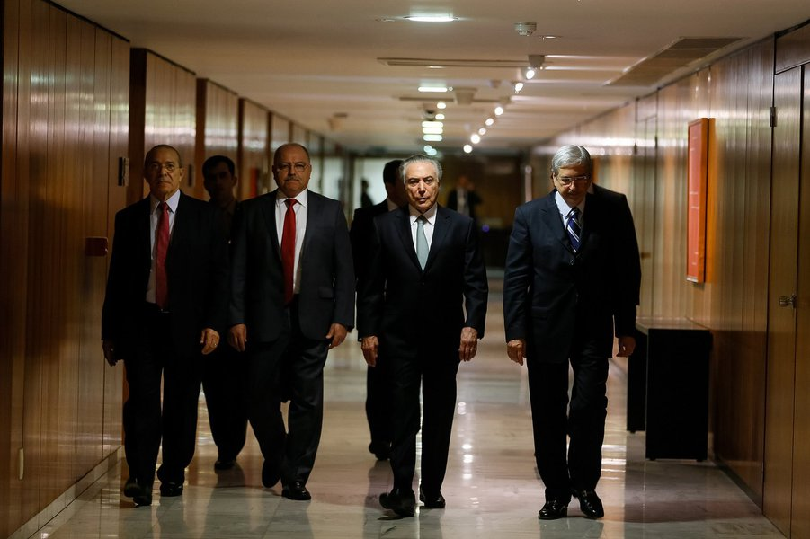 Michel Temer nos corredores do Palácio do Planalto