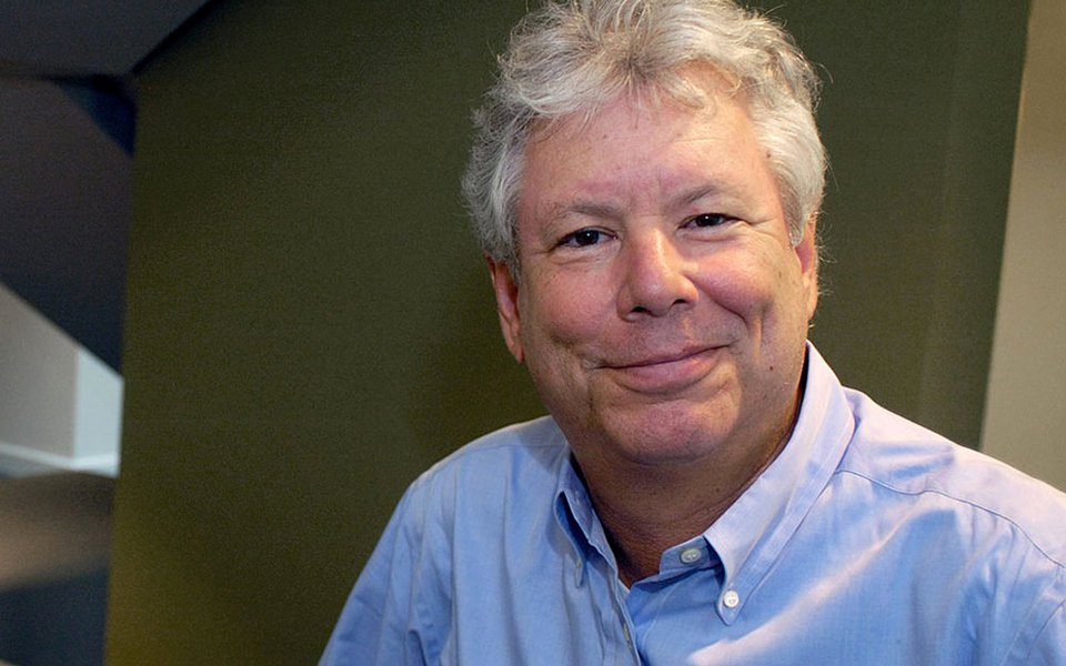 Economista norte-americano Richard Thaler, vencedor do prêmio Nobel de Economia de 2017, posa para foto 09/10/2017 University of Chicago Booth School of Business/Divulgação via REUTERS