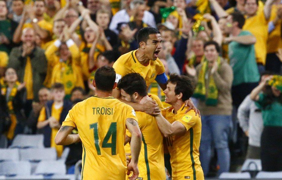 Tim Cahill, da Austrália, comemora gol com time, durante partida contra a Síria, em Sydney 10/10/2017 REUTERS/David Gray