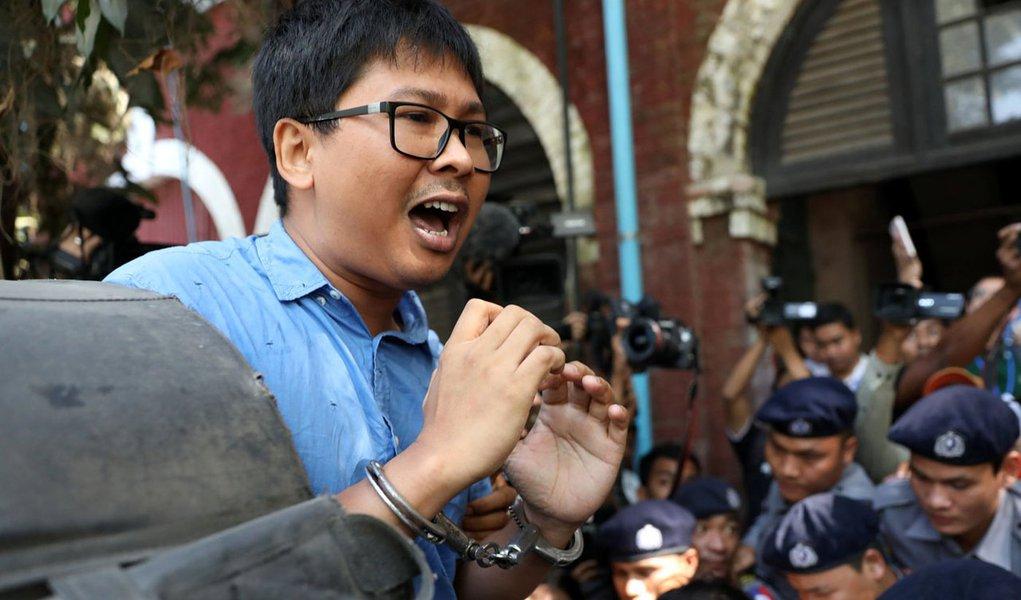 Jornalista da Reuters Wa Lone chega a tribunal em Yangon, Mianmar 10/01/2018 REUTERS/Stringer