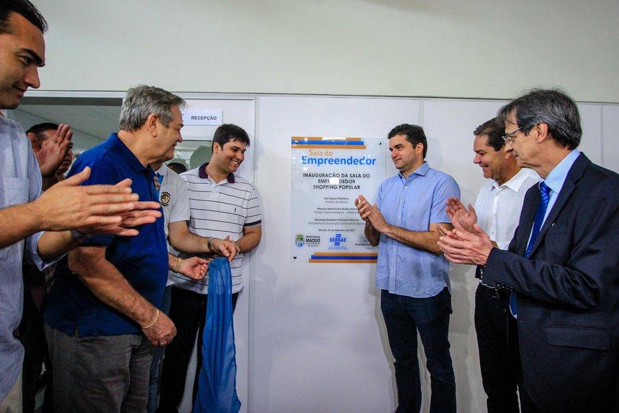Rui Palmeira inaugura a Sala do Empreendedor no Shopping Popular. Foto: Pei Fon/ Secom Maceió