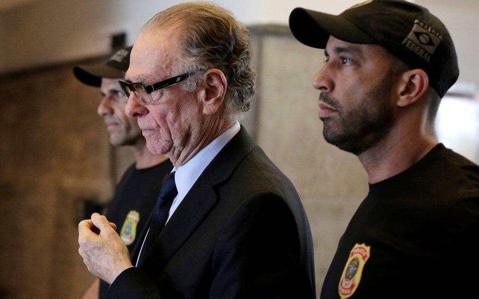 Nuzman é levado para a prisão no Rio de Janeiro 5/10/2017 REUTERS/Bruno Kelly