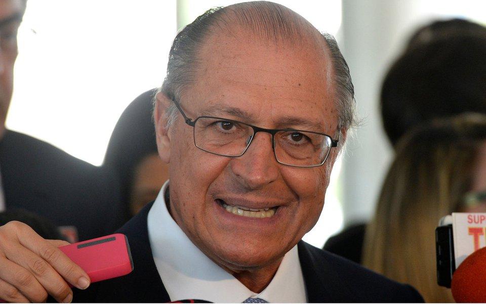 Brasília- DF- Brasil- 10/11/2014- O governador de São Paulo, Geraldo Alckmim, fala à imprensa após audiência com a presidenta Dilma Rousseff, no Palácio do Planalto (Wilson Dias/Agência Brasil)