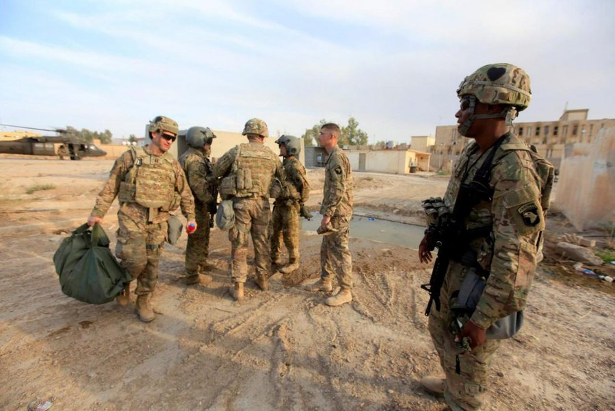 U.S army soldiers arrive at a military base in the Makhmour area near Mosul during an operation to attack Islamic State militants in Mosul, Iraq, October 18, 2016. REUTERS/Alaa Al-Marjani