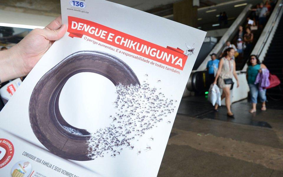 Dia D de Combate à Dengue e Chikungunya - Na rodoviária de Brasília, funcionários da Secretaria de Vigilância Ambiental distribuem folhetos educativos no Dia D de Combate à Dengue e Chikungunya (Elza Fiuza/Agência Brasil)