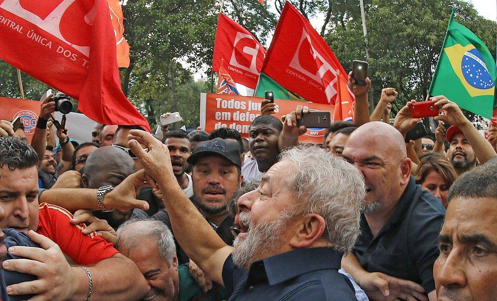 São Bernardo do Campo- SP- Brasil- 04/03/2016- Ex-presidente Lula chega ao seu apartamento em São Bernardo do Campo. Foto: Ricardo Stuckert/ Instituto Lula
