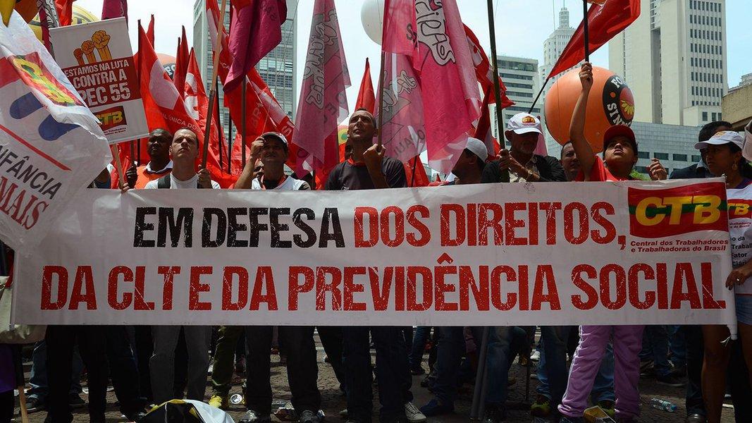 """São Paulo - Ato do """"Dia Nacional de Lutas, Mobilizações e Paralisações"""", organizado pelas centrais sindicais Força, CUT, CTB, UGT, CGTB, Conlutas, Nova Central e Intersindical"""