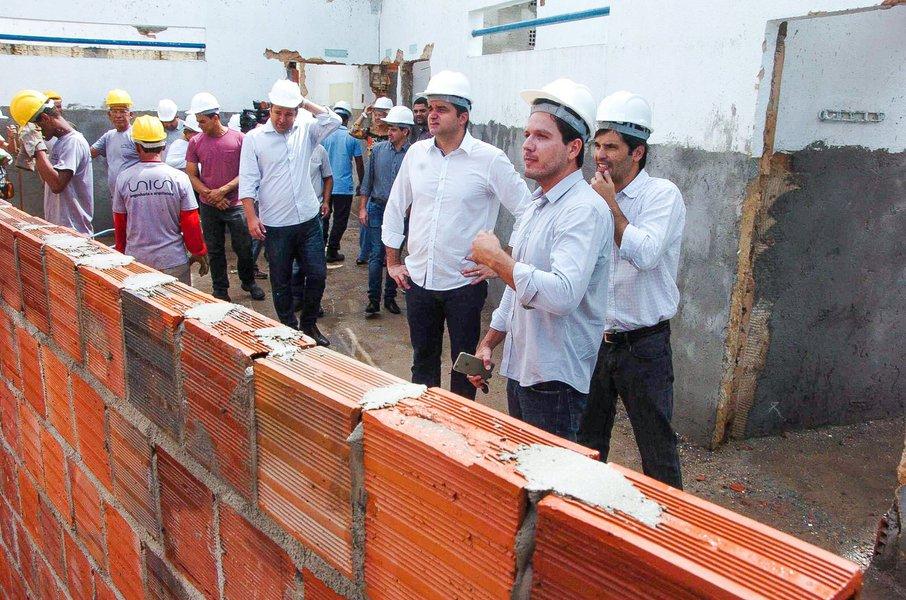 Prefeito Rui Palmeira vistoria Escola Silvestre Péricles Foto:Marco Antônio/Secom Maceió