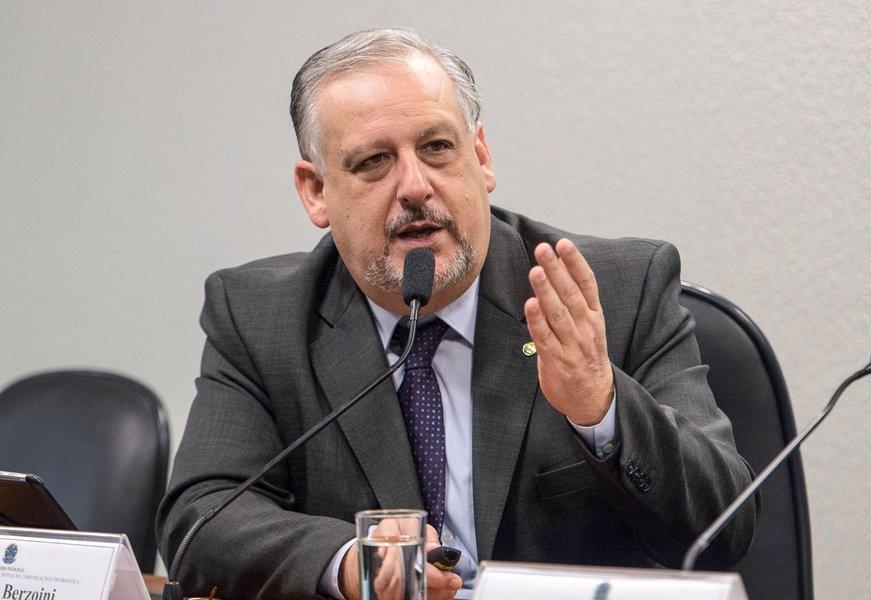 O ministro das Comunicações, Ricardo Berzoini, na Comissão de Ciência, Tecnologia, Inovação, Comunicação e Informática do Senado, debate a agenda do ministério para o biênio 2015/2016 (Marcelo Camargo/Agência Brasil)