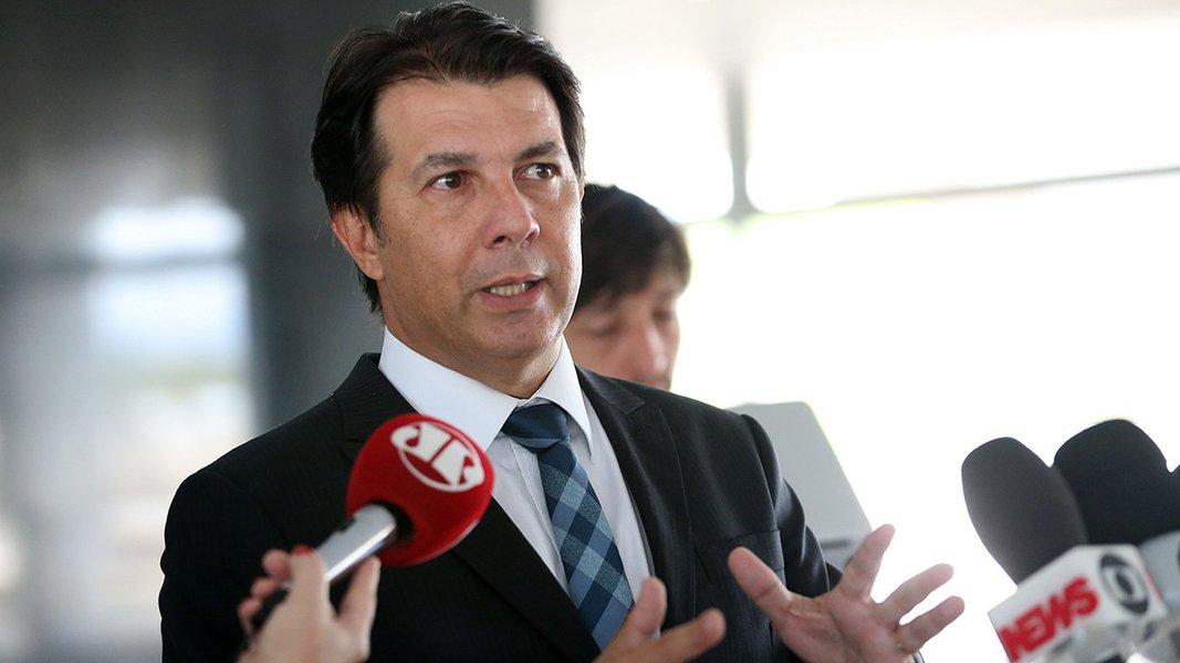 Brasília - Após reunião com o ministro da casa Civil Eliseu Padilha, o relator da reforma da Previdência na Câmara dos Deputados, Arthur Maia , fala com a Imprensa (Antônio Cruz/ Agência Brasil)