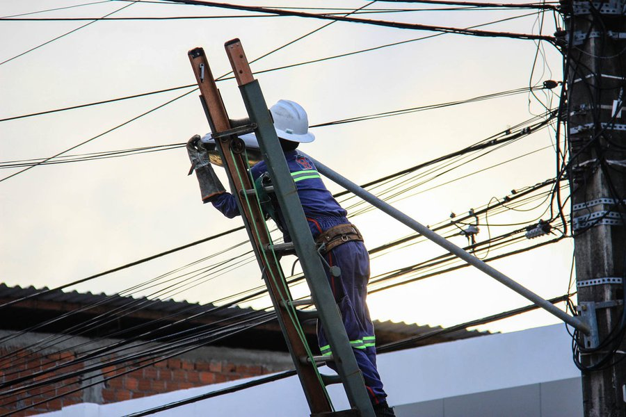 SIMA - Troca de lâmpadas. Foto: Pei Fon/ Secom Maceió.