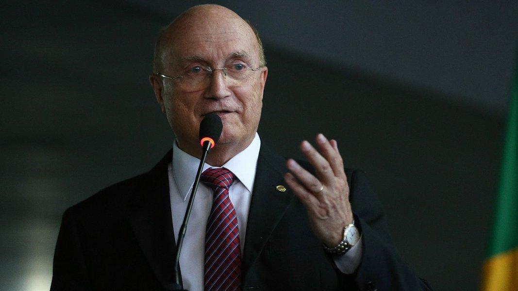 Brasília - Novo ministro da Justiça e Segurança Pública, Osmar Serraglio, discursa na solenidade de transmissão de cargo no ministério (Fabio Rodrigues Pozzebom/Agência Brasil)