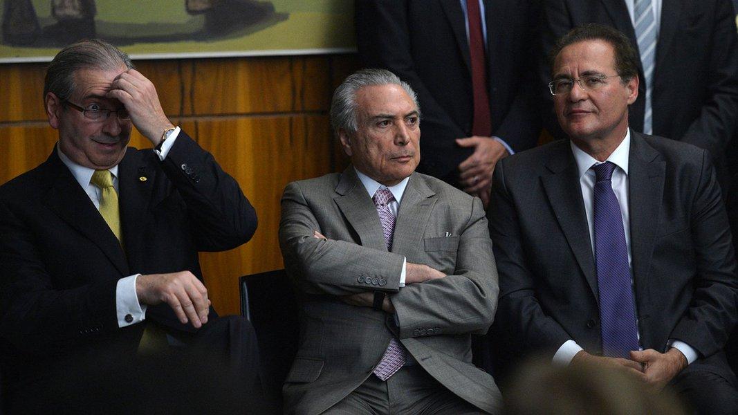 Presidente da Câmara, Eduardo Cunha, o presidente em exercício, Michel Temer e do Senado, Renan Calheiros, durante posse da deputada Luciana Santos na presidência do PC do B (Fabio Rodrigues Pozzebom/Agência Brasil)