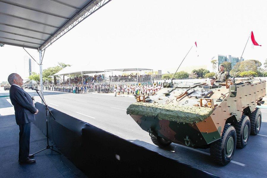 Presidente Michel Temer durante o desfile cívico de 7 de Setembro por ocasião ao Dia da Pátria. (Brasília - DF, 07/09/2016) Foto: Beto Barata/PR