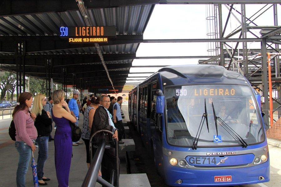 A tarifa do transporte coletivo de Curitiba e municípios integrados será de R$ 2,85 a partir de zero hora de quinta-feira da semana que vem (dia 14). Foto: Valdecir Galor/SMCS(arquivo)