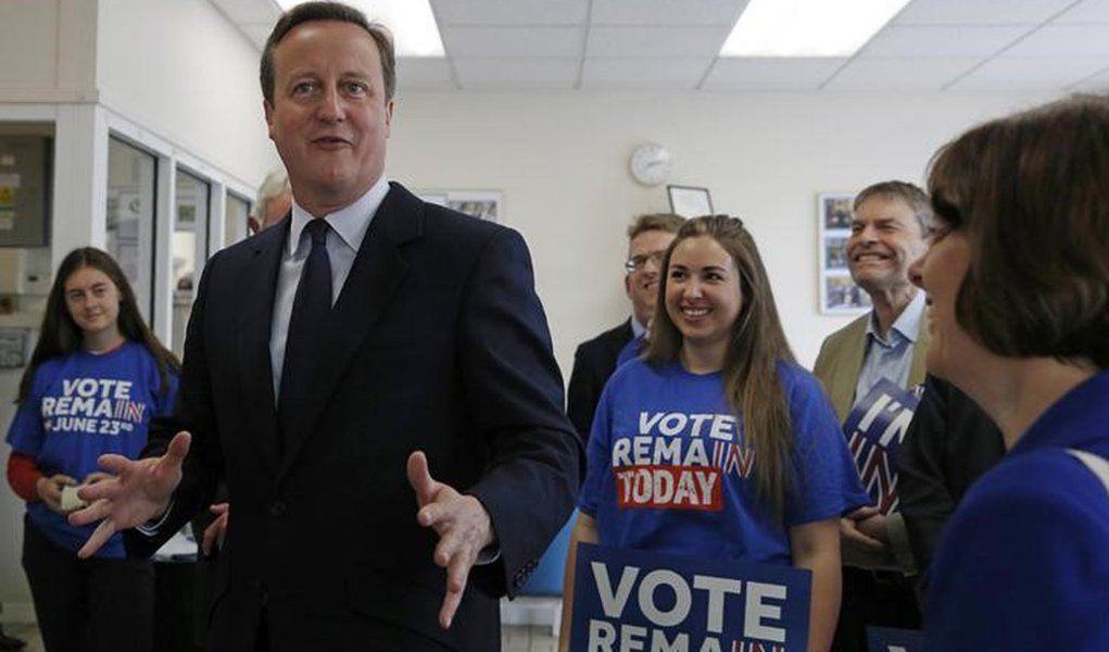 Cameron faz campanha pela permanência britânica na UE. 21/6/2016. REUTERS/Adrian Dennis