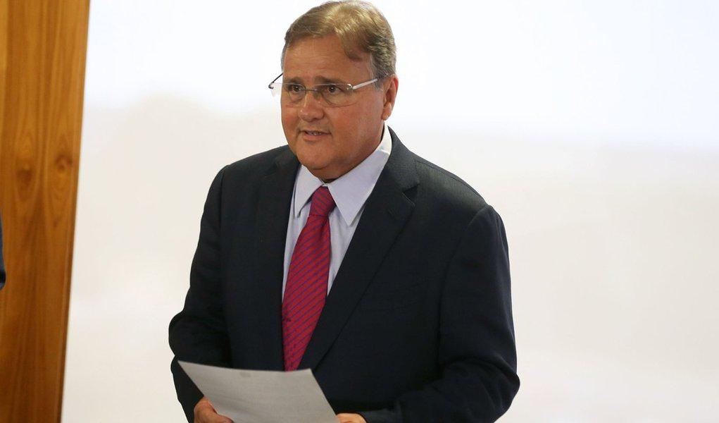 Brasília - Geddel Vieira recebe o manifesto de apoio ao ministro chefe da secretaria de governo, do deputado André Moura (Valter Campanato/Agência Brasil)