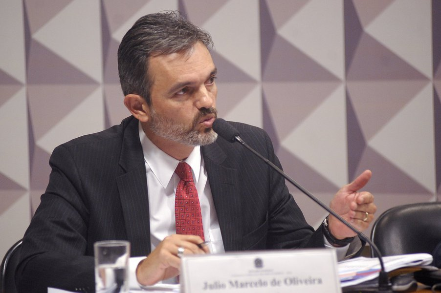 Comissão Especial do Impeachment 2016 (CEI2016) realiza reunião para ouvir testemunhas de acusação. À mesa, o procurador do Tribunal de Contas da União (TCU), Júlio Marcelo de Oliveira (testemunha). Foto: Waldemir Barreto/Agência Senado
