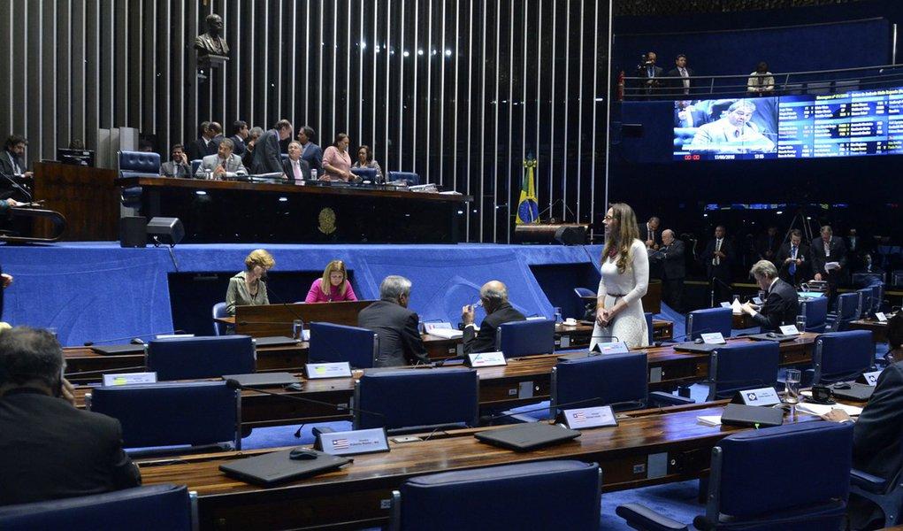 Plenário do Senado Federal durante sessão deliberativa ordinária. À mesa, presidente do Senado Federal, senador Renan Calheiros (PMDB-AL), conduz sessão. Foto: Ana Volpe/Agência Senado