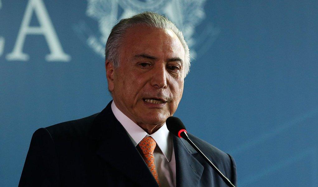Brasília- O presidente interino Michel Temer participa da posse do novo defensor da Defensoria Pública da União, Carlos Eduardo Barbosa Paz (Valter Campanato/Agência Brasil)