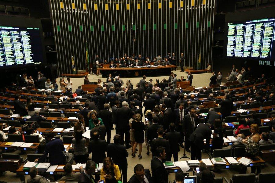 Câmara aprova texto-base do pacote anticorrupção