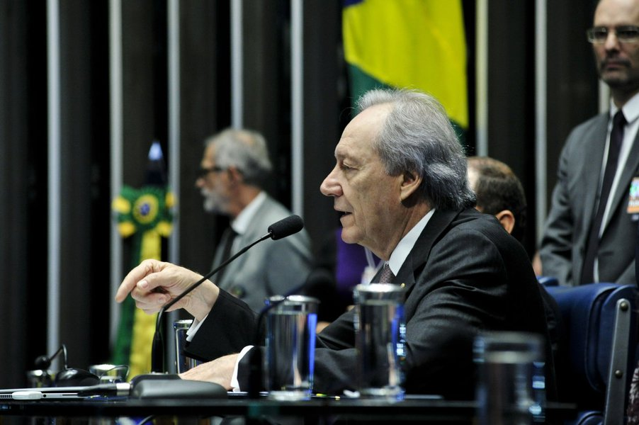 À mesa, em pronunciamento, presidente do Supremo Tribunal Federal (STF), ministro Ricardo Lewandowski. Foto: Geraldo Magela/Agência Senado