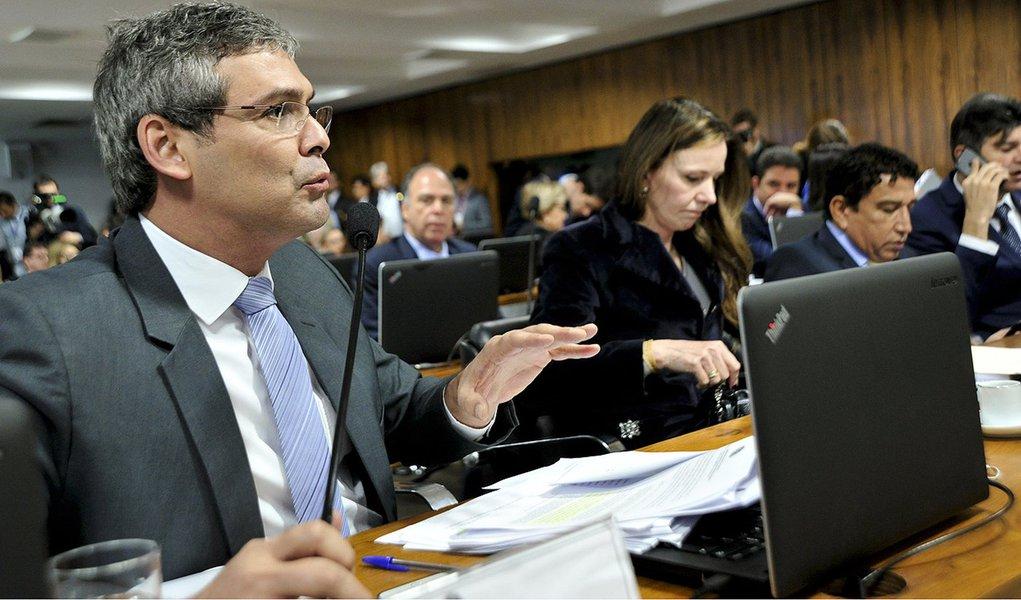 Comissão Especial do Impeachment 2016 (CEI2016) realiza reunião para leitura do relatório. Em pronunciamento, senador Lindbergh Farias (PT-RJ). Foto: Geraldo Magela/Agência Senado