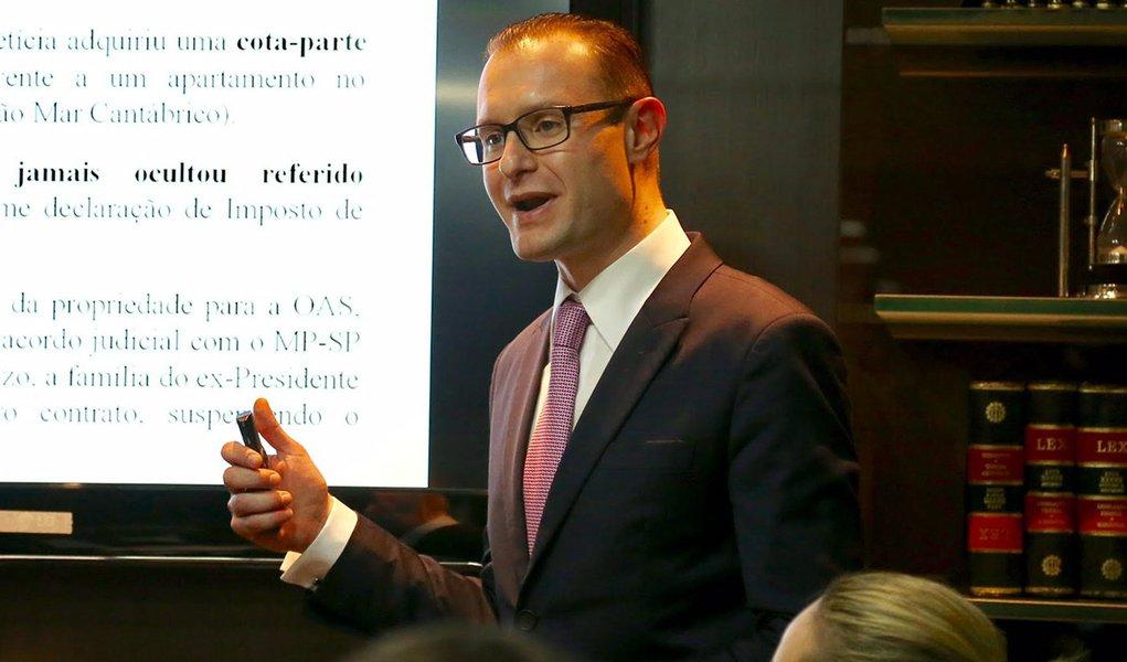 14/09/2016- São Paulo- SP, Brasil- O advogado Cristiano Zanin Martins, que defende o ex-presidente Luiz Inácio Lula da Silva. Foto: Paulo Pinto/ AGPT