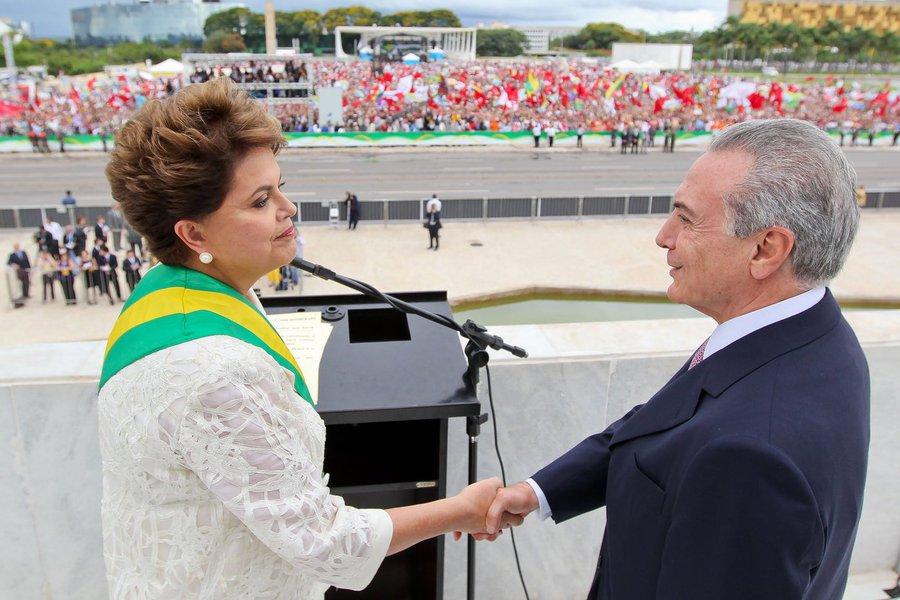 Dilma Rousseff e seu vice, Michel Temer, na posse em 2014