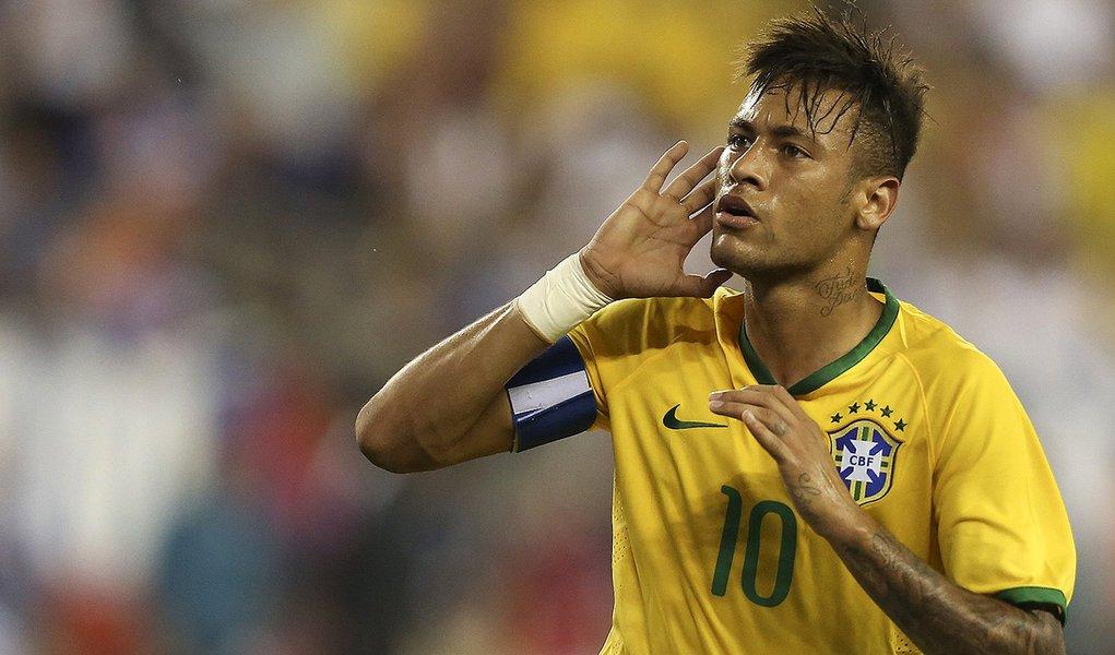 Neymar do Brasil comemora seu segundo gol marcado durante partida amistosa com os Estados Unidos no Gillette Stadium, em Foxborough, Massachusetts, Estados Unidos, Terça-feira, Setembro, 8, 2015. Foto Leo Correa/Mowa Press