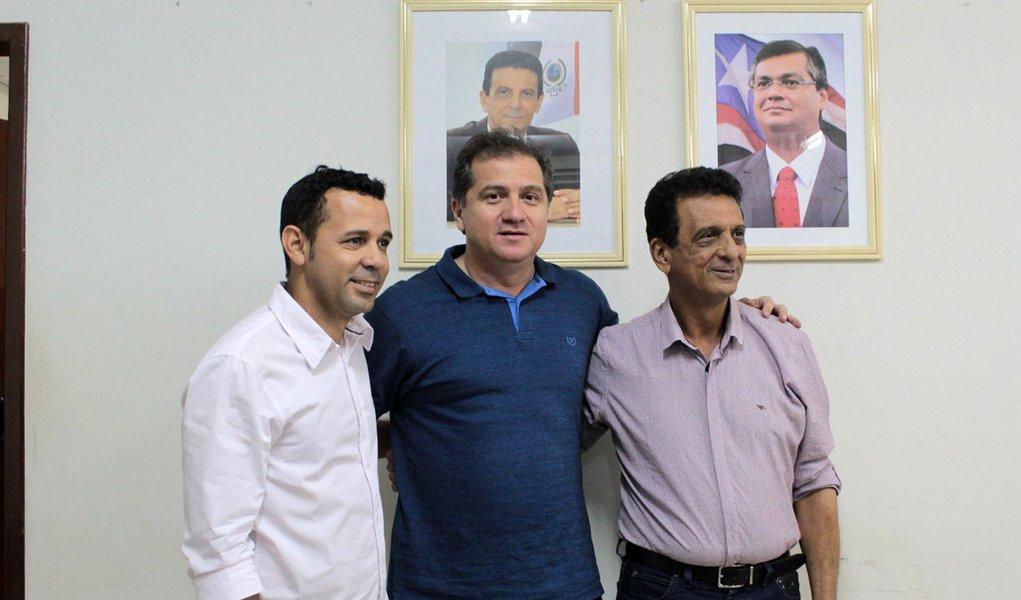 Secretário Simplício Araújo, prefeito Juscelino Oliveira e o secretário de Indústria e Comércio de Açailândia, Cleones Matos, durante a reunião. Foto: Adriano Martins