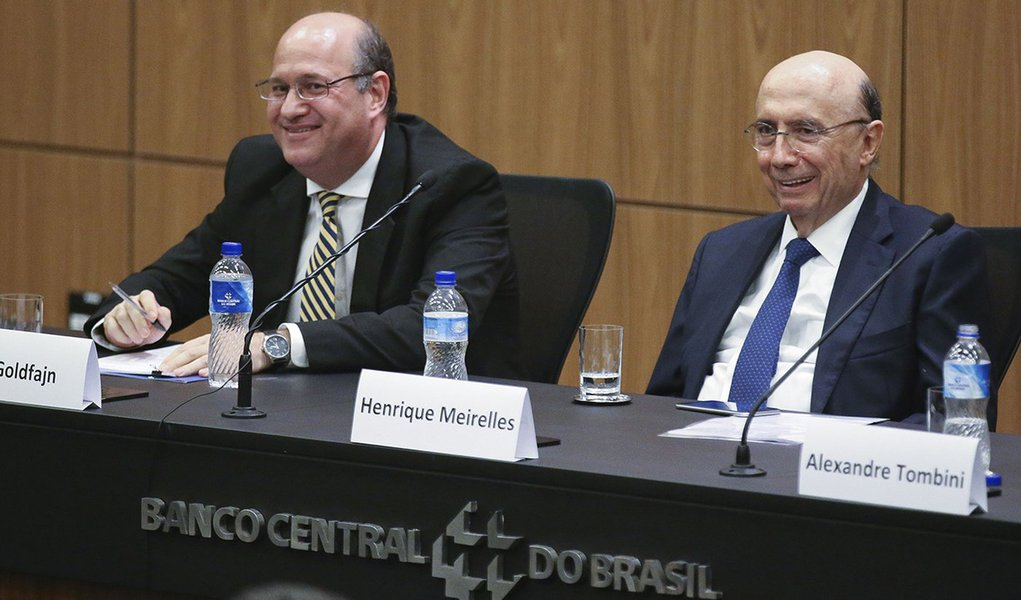 Brasília - Cerimônia de transferência da presidência do Banco Central, participam o novo presidente, Ilan Goldfajn e o ministro da Fazenda Henrique Meirelles (Fabio Rodrigues Pozzebom/Agência Brasil)