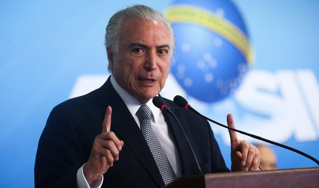 Brasília - O presidente Michel Temer participa da cerimônia de assinatura da medida provisória do Programa de Manutenção e Geração de Empregos, no Palácio do Planalto