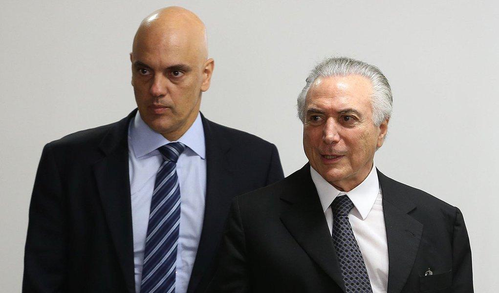 Brasília - O ministro da Justiça, Alexandre de Moraes, e o presidente Interino Michel Temer durante reunião com ministros para discutir o plano para as fronteiras (Valter Campanato/Agência Brasil)