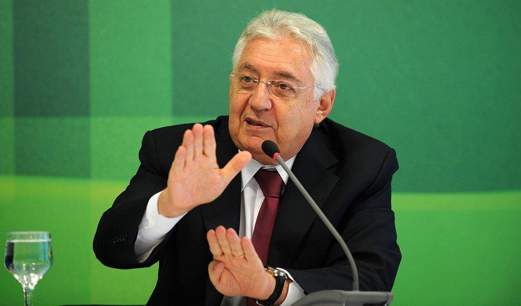 Brasília- DF- Brasil- 02/02/2015- O ministro da Secretaria da Micro e Pequena Empresa (SMPE), Guilherme Afif Domingos, apresenta dados de adesão ao Simples Nacional do exercício 2015 (Elza Fiúza/Agência Brasil)