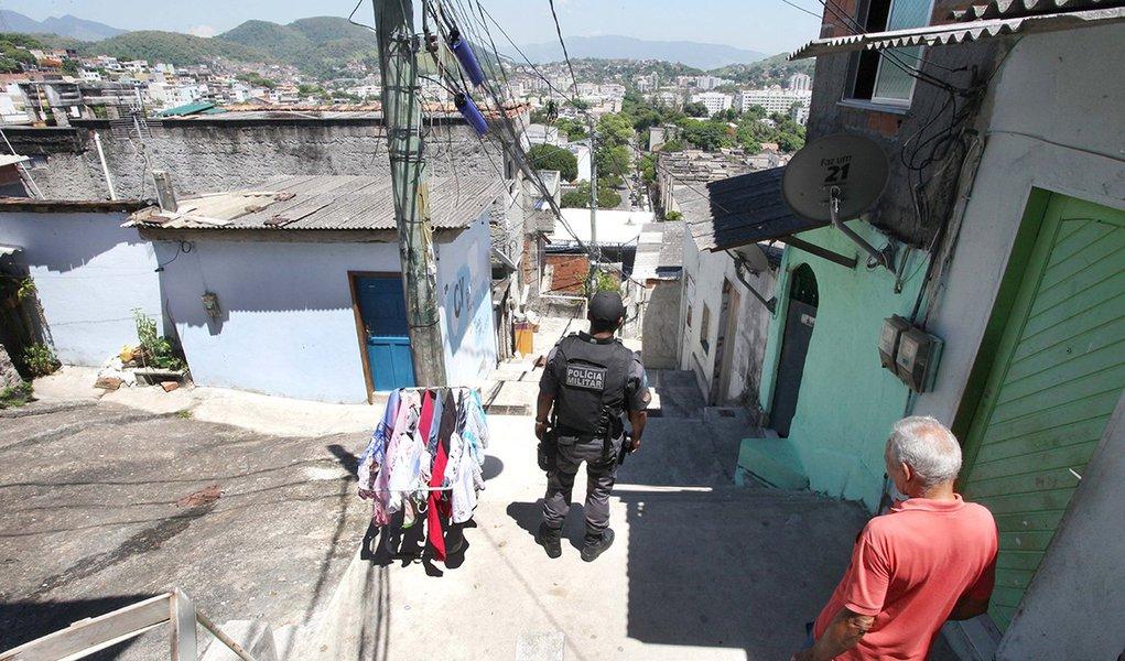 Início das operações da Companhia Destacada da Praça Seca. Morro São José Operário.