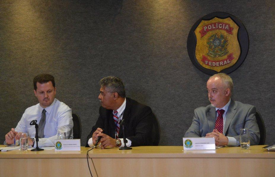 Igor Rom·rio de Paula, delegado de Crimes EconÙmicos e Ordem Fiscal; Rosalvo Ferreira Santos, superintendente regional da PolÌcia Federal; e Carlos Fernando dos Santos Lima