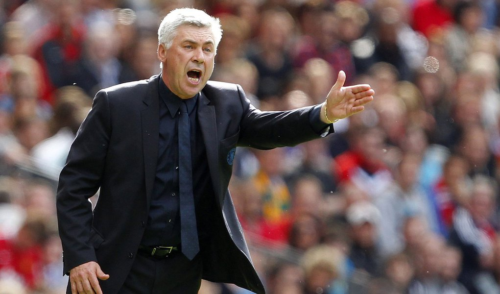 Chelsea's coach Carlo Ancelotti gestures during their English Premier League soccer match against Manchester United at Old Trafford in Manchester, northern England, May 8, 2011. REUTERS/Phil Noble