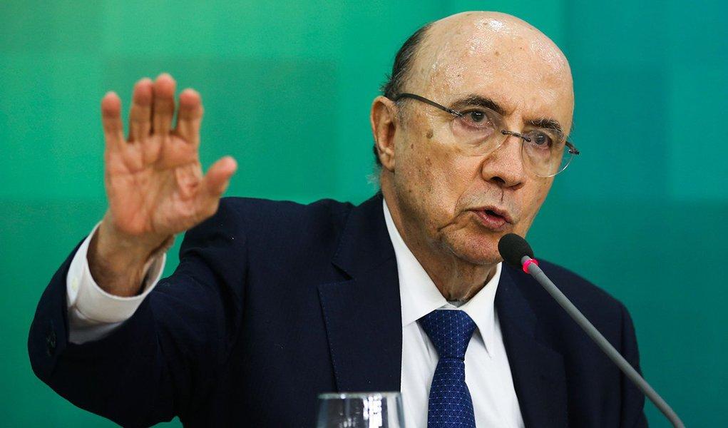 Brasília - O ministro da Fazenda, Henrique Meirelles, durante coletiva no Palácio do Planalto, anunciou o déficit primário para o próximo ano em R$ 139 bilhões (Valter Campanato/Agência Brasil)