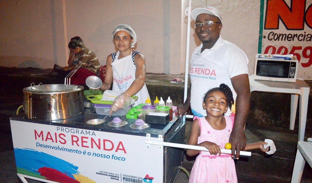 Leide e Chagas comemoram o resultado satisfatório obtido com o Programa 'Mais Renda'. Foto: Izabella Silveira