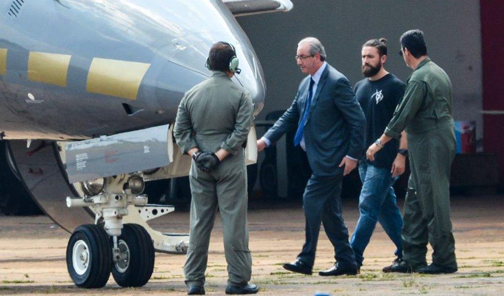 Brasília - O ex-presidente da Câmara dos Deputados, Eduardo Cunha, embarca para Curitiba após ser preso pela Polícia Federal. (Wilson Dias/Agência Brasil)
