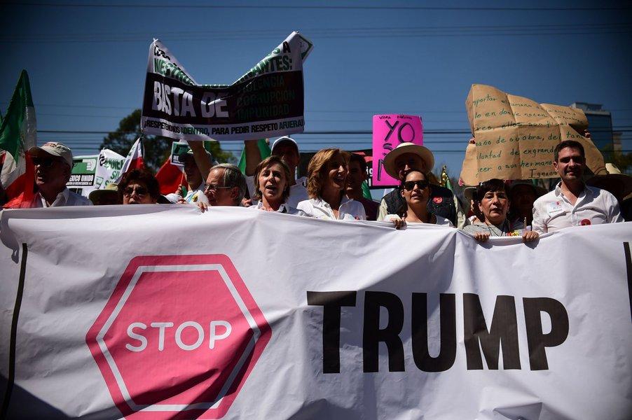 Manifestantes protestam contra Trump no México