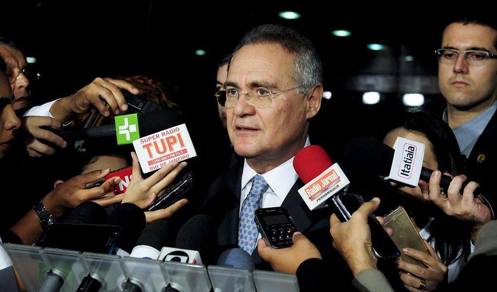 senador Renan Calheiros (PMDB-AL) concede entrevista.