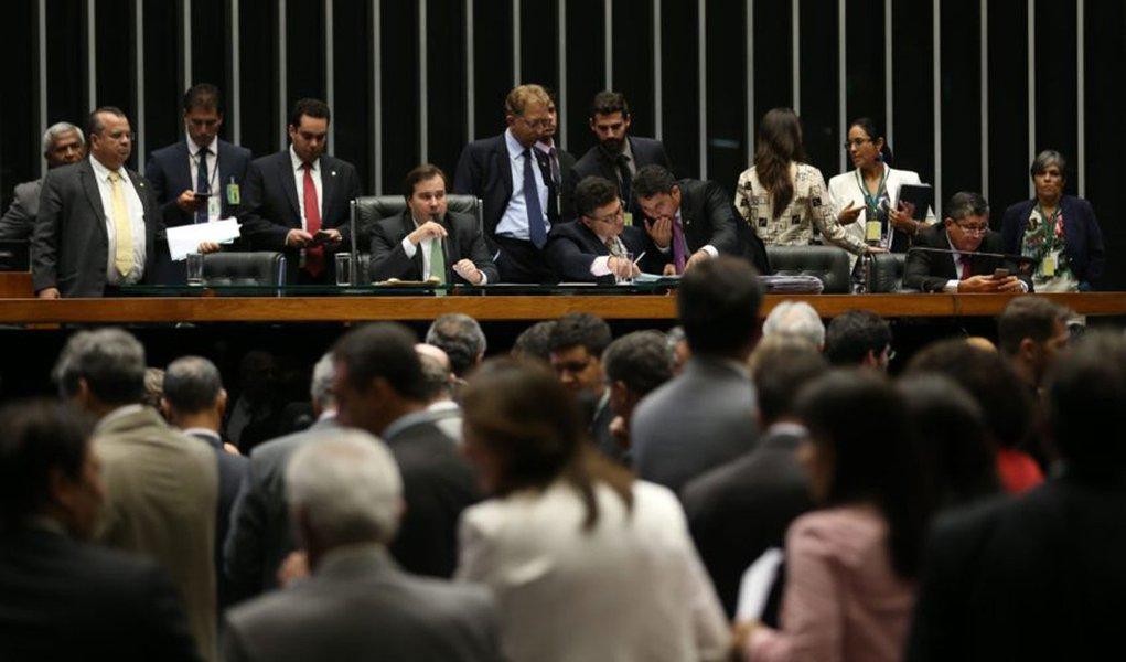 Brasília - O Plenário da Câmara aprovou parecer do relator do Projeto de Lei Complementar (PLP) 25/07, deputado Carlos Melles, que muda regras do Supersimples (Fabio Rodrigues Pozzebom/Agência Brasil)