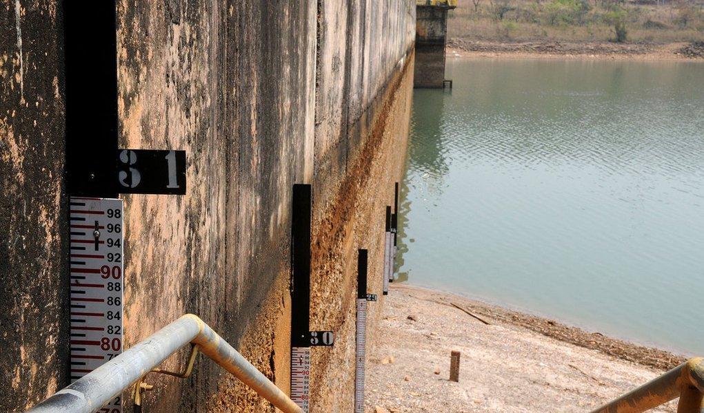 A escassez de chuvas em Brasília levou a Barragem do Rio Descoberto a atingir o nível mais baixo de sua história. O reservatório responsável por abastecer 65% do Distrito Federal estava com apenas 40% da capacidade até às 14h35 desta sexta-feira (16).