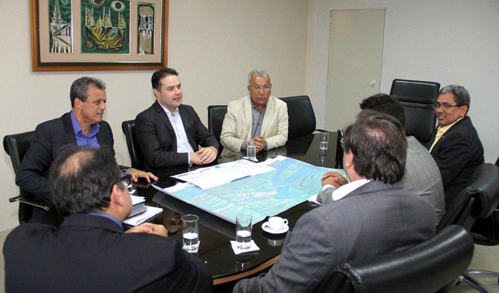 Governadores e equipe debateram viabilidade de uma outra ponte que ligue Alagoas e Sergipe. Fotos: Adailson Calheiros e Neno Canuto