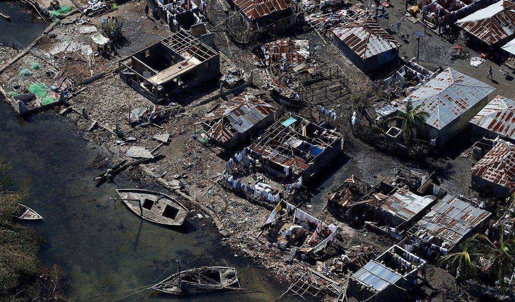 Casas destruídas após passagem do furacão Matthew em Corail, Haiti. 08/10/2016 REUTERS/Carlos Garcia Rawlins