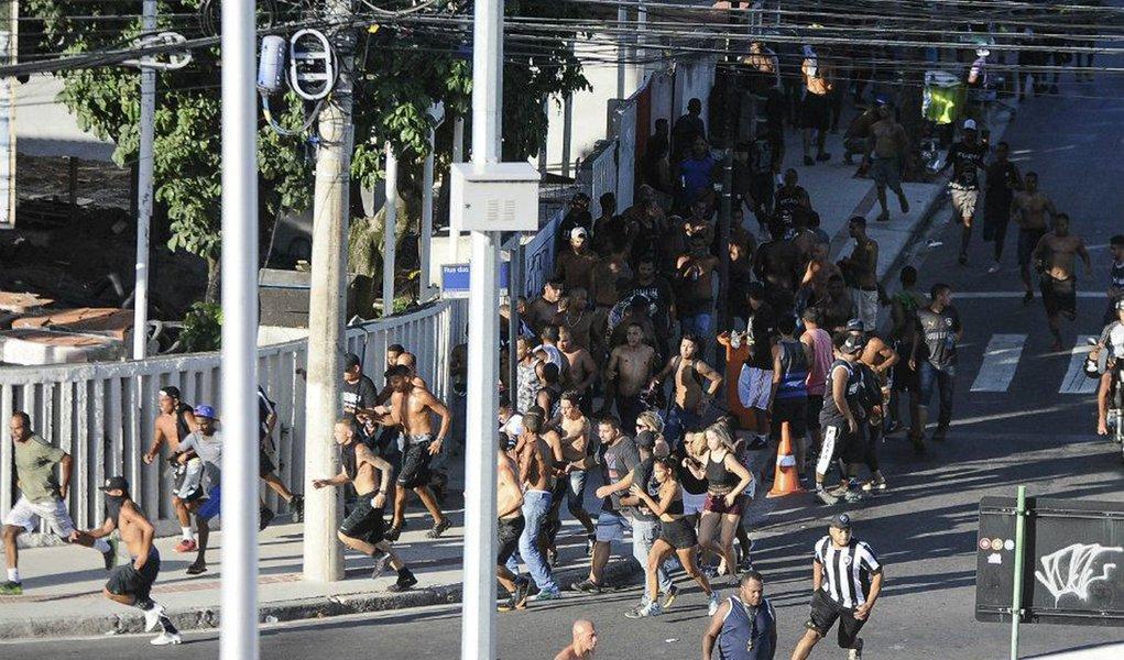 Tumulto no entorno do Engenhão teve cadeiras arremessadas e tiroteio