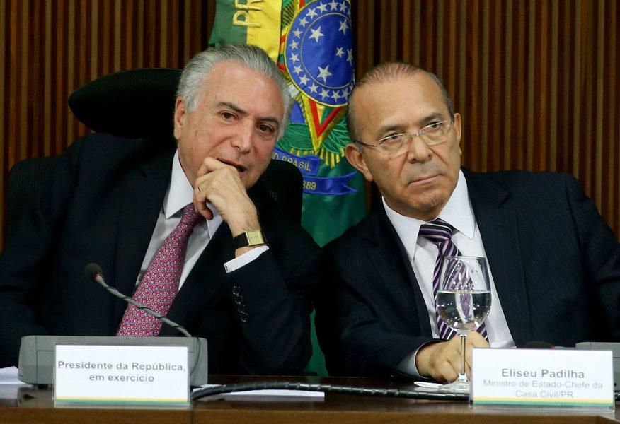Brasília - O Presidente em exercício Michel Temer e o Ministro da Casa Civil, Eliseu Padilha reúnem-se com governadores (Wilson Dias/Agência Brasil)